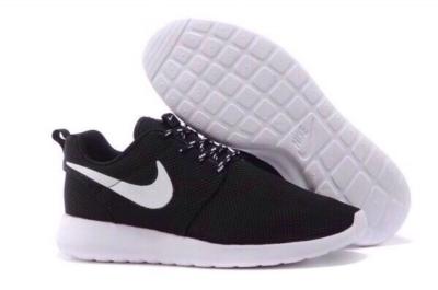 Nike Roshe Run черные с белым (35-45)