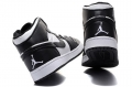 air-jordan-1-retro-blackwhite-3