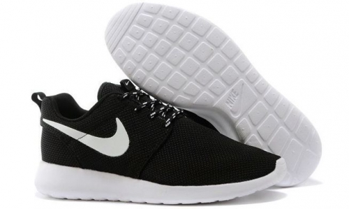nike-roshe-run-blackwhite