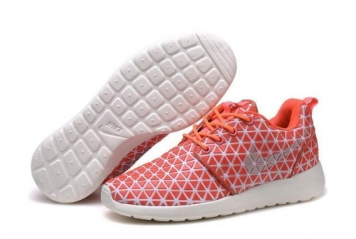 nike-roshe-run-metric-qs-red