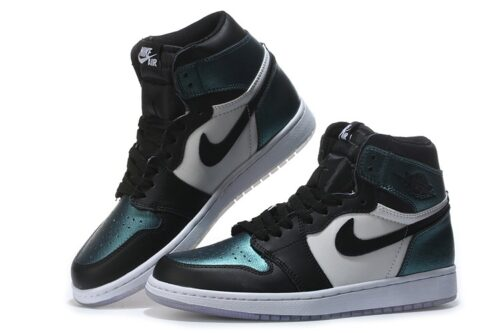 Зеленые кожаные кроссовки