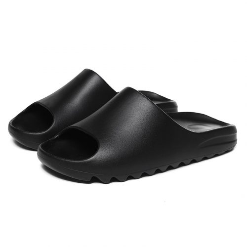 Женские черные кроссовки Adidas