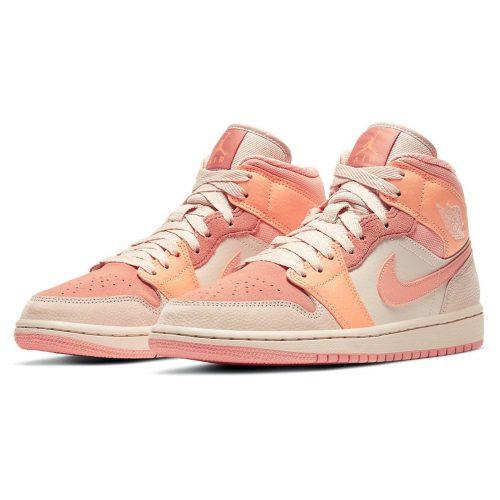 Розовые женские кроссовки